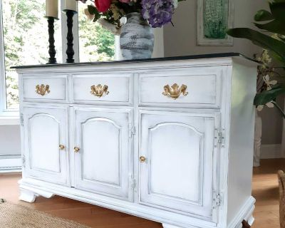 """Wood buffet, excellent quality Villas! TV stand or liquers cabinet, 50 long xc31 high x 18 deep"""""""