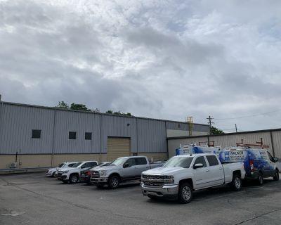 High-bay, crane-served industrial building