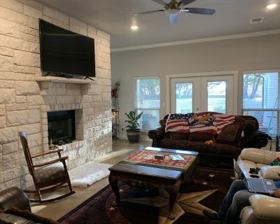 Rooms in House. Casa Blanca. Tranquility & The Country Comfort Private rooms - Bell County