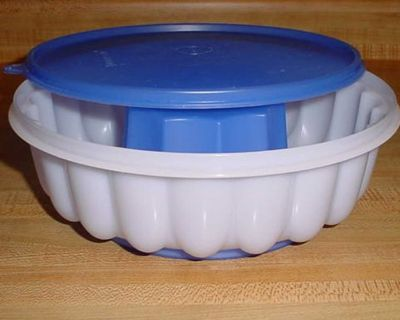 Barely Used Vintage Tupperware Large 3-Piece Jel-Ring Jello Dessert/Punch Bowl Ring Mold. $5