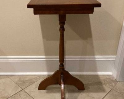 Very Nice Vintage Solid Wood Side Table/Plant Stand