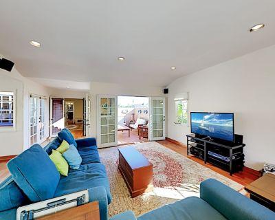 Belmont Shore Spanish-Style Home   Outdoor Kitchen & Firepit   Walk to Beach - Belmont Shore