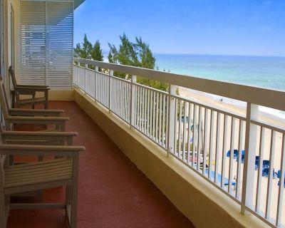 Beachfront 2-Bedroom Royal Vista Suite + Amenities - Pompano Beach