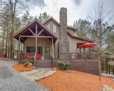 Tranquil Cabin in a Gated Community w/ a Deck, Gas Grill, Firepit, & Pool Table - Ellijay