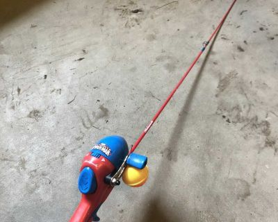 Kids Spider-Man fishing pole and reel. Works.