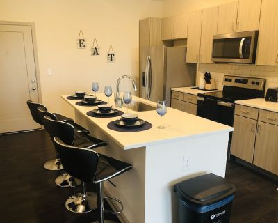 COZY CONDO IN THE HEART OF DOWNTOWN! - Fishers
