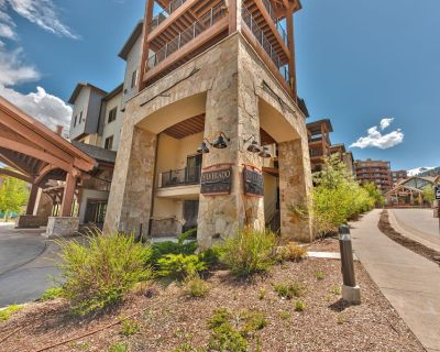 resort property, steps to skiing and golf, hotel room unit with bunks sleeping up to 6, pool SV221A - Park City