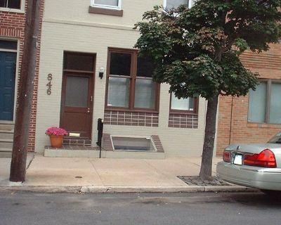 Bi-Level Suite, Front Street Townhouse