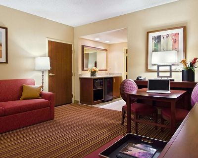 2-bedroom Suite at Embassy Suites by Hilton Nashville SE Murfreesboro by Suiteness - Murfreesboro