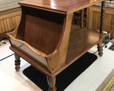 Vintage American Traditional Maple End Table With Magazine Rack