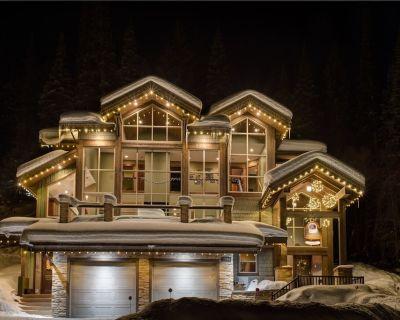 MVP Ski in Luxury Home with hot tub in private back yard - Fairways