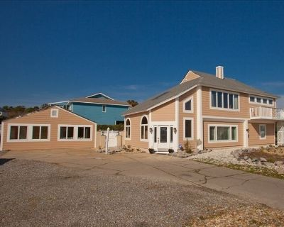 Spacious Oceanview Home with Separate Guest Cottage, Pool with cabana, Hot Tub - Sandbridge