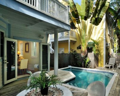 Dog-friendly home w/ private pool - walk to the beach and restaurants! - Uptown - Upper Duval