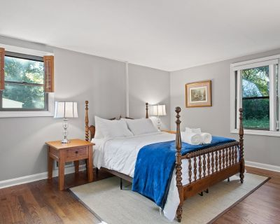 Gorgeous Furnished 4 Br, 2 BA house in West End near U of R. Sunroom and deck! - Tuckahoe