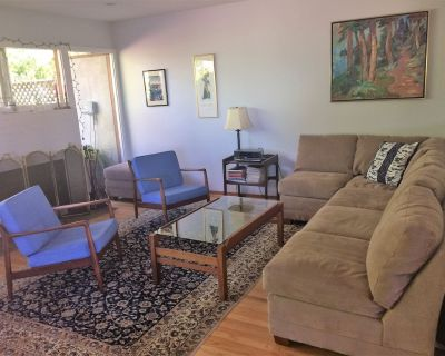 Quiet 2100 sq ft home, 4 blocks to Cal campus, 5 to gourmet ghetto, great views - Northside