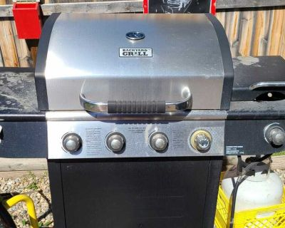 BBQ with attached deep fryer. All elements work!
