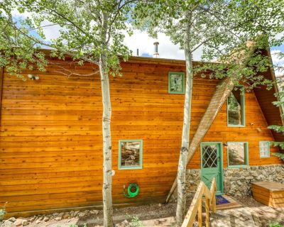 Mountain view home w/ a furnished deck, balcony, & gas grill - close to skiing! - Baldy Mountain