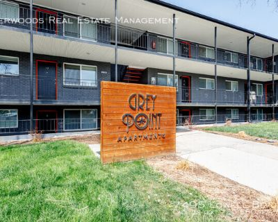 Eat In Kitchen, White Tiled Shower, On Site Laundry, & Pet Friendly