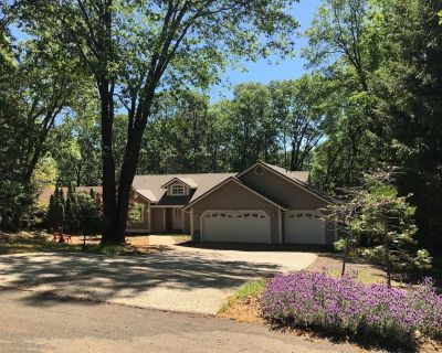 Bright, Sunny, and Spacious Home in Sierra Foothills - Magalia