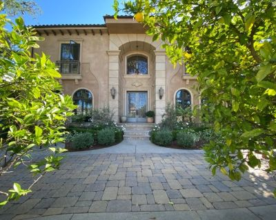 Beautiful Estate Located In The Flats Of Beverly Hills