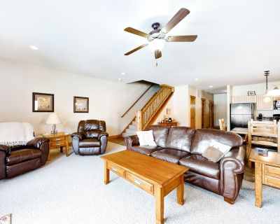 Dog-friendly Townhouse on the River w/ Spacious Layout, WiFi, and Golf Passes! - South Fork