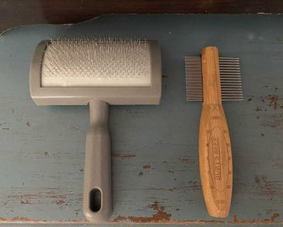 Euc Two pet grooming comb/brushes