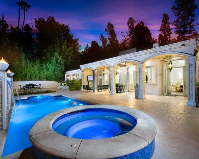 Elegant Beverly Hills Mansion Estate, Transitional Style And Bright with Natural Light, Pool, Baja Pool, Jacuzzi and Gym, Beverly Hills, CA
