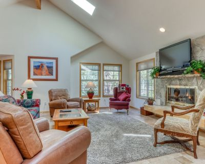 Lovely Five-bedroom Home w/ Bikes, Private hot Tub, Free Wifi, Full Kitchen - Sunriver