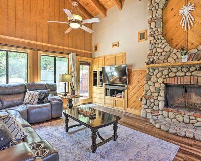 Gorgeous Home w/Mtn View & Jacuzzi, 4Mi to Village - Lake Arrowhead