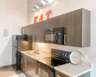 Historic 4 BR Apt in the Pabst Brewery District - Westown