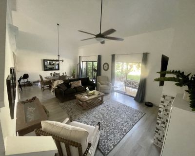 Condo, with 2 living areas Gated resort with Clubhouse, near all PD attractions. - Park Palms