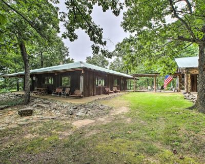 'Pine Lodge Cabin' on 450 Acres in Ozark Mountains - Ponca