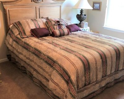 QUEEN BED & MATCHING ARMOIRE / ENTERTAINMENT CENTER