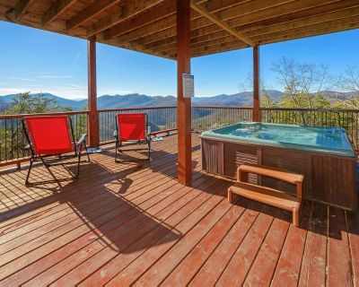 Majestic cabin with hot tub, game room, fireplace and unparalleled vistas - Pigeon Forge