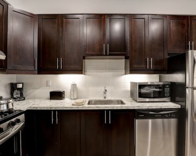 Fully Furnished Luxury Spacious 2 Bedroom Private Apartment (All Inclusive) - Kanata