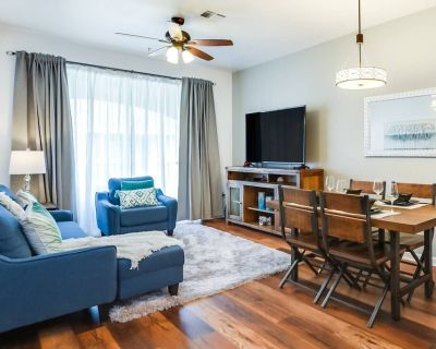 A Private Top Floor Retreat! Sparkling Condo Unit, Steps from Clubhouse 2VC500 - Orlando