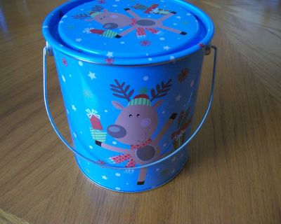 Storage Tin or Gift container, porch pick-up in Oshawa near Harmony and Adelaide.