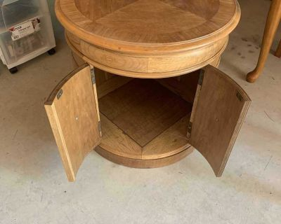 ROUND SIDE TABLE WITH DOORS