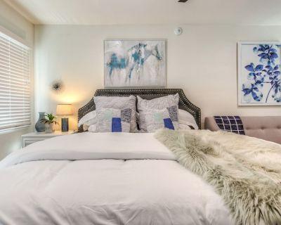 Stylish LB Studio Wifi WalkScore96 King Bed (LB7113) - ROMI Living - Extended Stays Long Beach - East Village