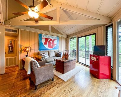 Vintage Mountain Retreat in the Trees at Big Canoe - Big Canoe