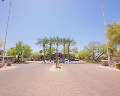 Perfect Resort Style living with 2 Pools*Hot Tub*Gym - Camelback East