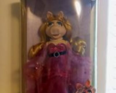 25th Anniversary Miss Piggy Muppets Porcelain Doll