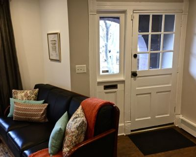 Gorgeous Capitol Hill Apt in 109 yr old Registered Historic Brownstone Home - Eastern Market