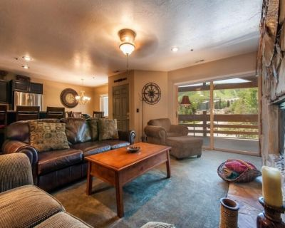 All Seasons Park City Platinum Rated - 2BR Sleeps 8, Walk to the Slopes - Downtown Park City