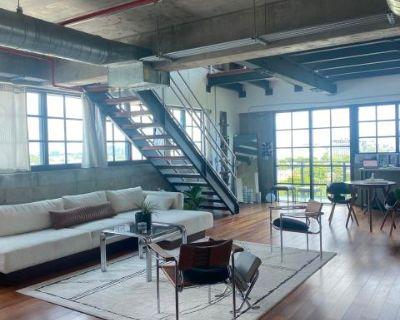 Wynwood Industrial Apartment Loft with Photo Studio Space., Miami, FL