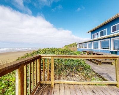 Oceanfront Home with Ocean View, High-Speed WiFi, Washer/Dryer, & Gas Fireplace! - Edgewater Shores