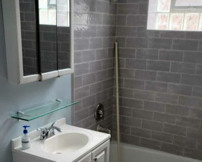 Private room with shared bathroom - Chicago , IL 60647