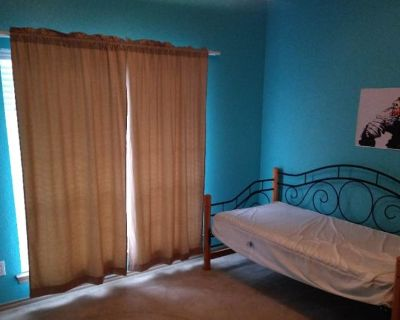 Private room with shared bathroom - Fort Worth , TX 76131