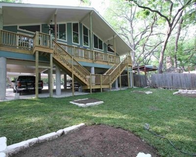The GuadalupeRiverDuplex is on the Guadalupe River prime tubing area - New Braunfels