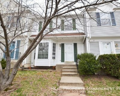 Beatifully Updated 3 Bedroom Townhouse In The Heart of Leesburg!
